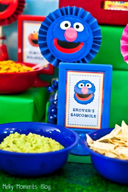 Grover's Guacamole Food Table Tent Card for a Sesame Street / Elmo Themed Birthday Party! Come check out all of the DIY decorations and colorful, festive party flare (including free printabels) at Melly Moments Blog! Save yourself the time, energy, and money while planning a fabulous party for your kids!