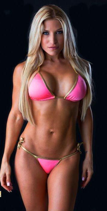 Com pink bikini