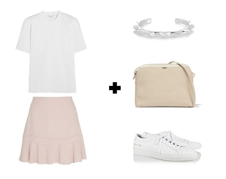 Пастельная розовая юбка с белой футболкой