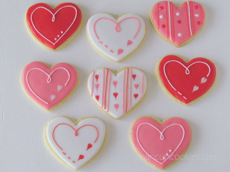 First COOKIES ready! ~ Primeras GALLETAS listas!      Easy Valentine's designs... Love wet on wet hearts! Mónica wanted designs similar to...
