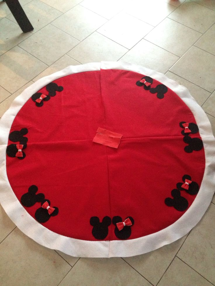 My Moms Homemade Disney Mickey Mouse Tree Skirt! Cheap Felt Tree Skirt With  Black Sticky Felt Pieces! Sure Beats The $80 One We Saw At The Disney Su2026