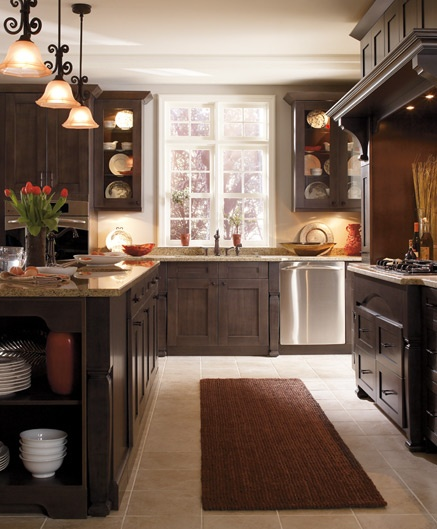 love the cabinets, great color scheme