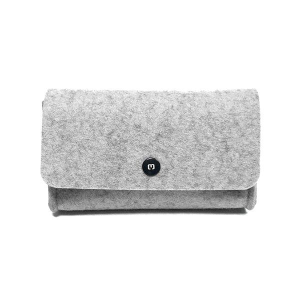 Společenská kabelka UNNI je skvělým společníkem do divadla, na večírky i nedělní procházky městem. Noste ji v ruce či přes rameno. UNNI lehce pojme veškeré potřebnosti, jakými jsou telefon, peněženka, malý parfém či brýle. Rozměry: 18 x 10 x 5 cm ...