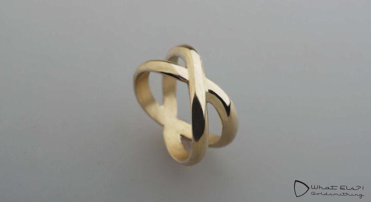 Gouden ring kruis, 2 oude trouwringen vermaakt naar 1 nieuwe