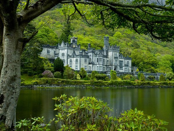 Kylemore Abbey, Ireland. I want to go to someplace this green... looks heavenly!