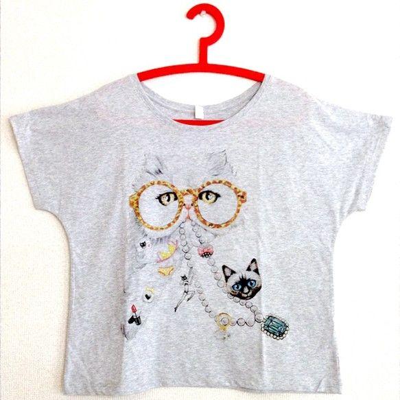 作品「おしゃれ泥棒」をTシャツにしました。ゆったりとした女性らしいラインのドルマンスリーブTシャツです。※オンラインショップに無い図柄やTシャツサイズをご希望...|ハンドメイド、手作り、手仕事品の通販・販売・購入ならCreema。