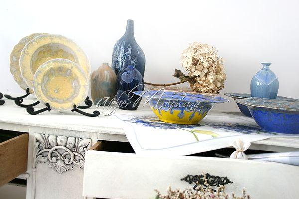 Nasza komoda w doborowym towarzystwie polskiej sztuki użytkowej! Aranżacja we wnętrzu powstającej u nas galerii. © 2015 Atelier Malowana. All rights reserved. http://ateliermalowana.pl/