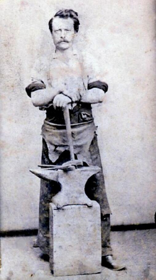 Les 645 meilleures images du tableau blacksmithing sur pinterest fer forg outils de forgeron - Tablier de forgeron ...