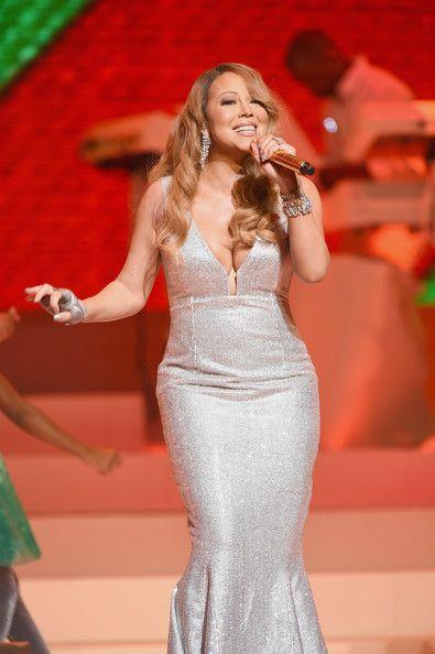 Mariah Carey Performs Her Holiday Smash Hits
