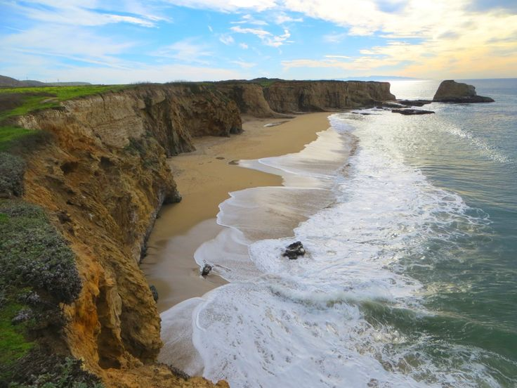 Hole-in-the-Wall Beach is located immediately south of Panther Beach between Santa Cruz and the town of Davenport, CA. The only access to Hole in the Wall