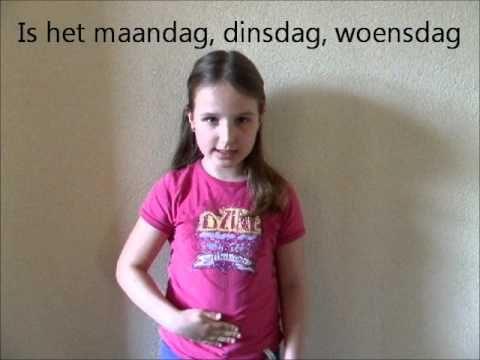 Emily zingt het liedje 'welke dag is het vandaag' met gebaren - YouTube