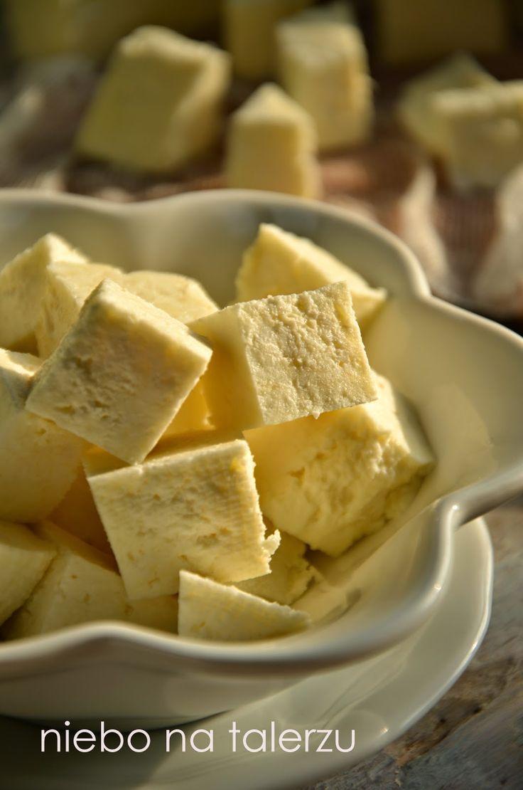 Domowy twarożek to prosta sprawa. Najważniejsze jest mleko. Najlepiej prawdziwe od krowy albo zwykłe, pasteryzowane. Nie nadaje się to z na...