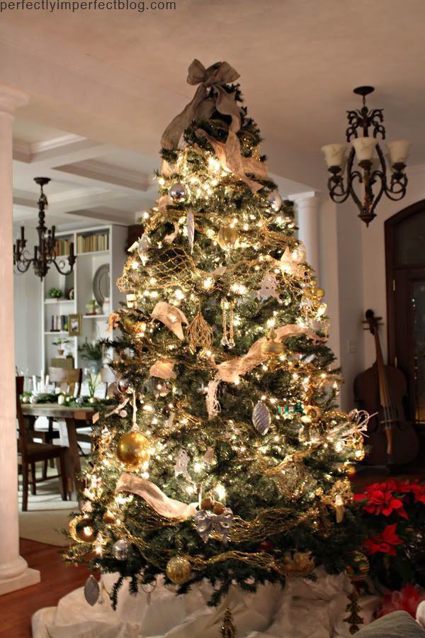 CHRISTMAS TREE DECORATING IDEAS | CHRISTMAS DECORATING IDEAS| PERFECTLY IMPERFECT | PICTURES OF CHRISTMAS TREES | Perfectly Imperfect Blog