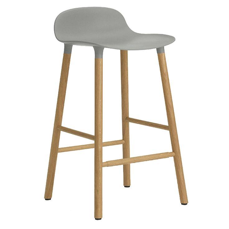 Form Barstool från Normann Copenhagen. En mycket stilren och komfortabel barstol i skandinavisk desi...