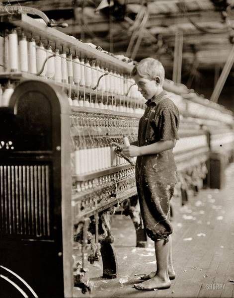 Автор фотографий, Льюис Хайн (Lewis Hine) — основоположник социальной фотографии, своими работами изменивший историю целой страны. Он родился в небольшом городке в штате Висконсин. В детстве много работал на заводах и фабриках и изнутри изучил жизнь таких же ребятишек из небогатых семей, рано пошедших работать. Впоследствии Льюис сделал множество фоторабот, посвящённых жизни этих мальчиков.