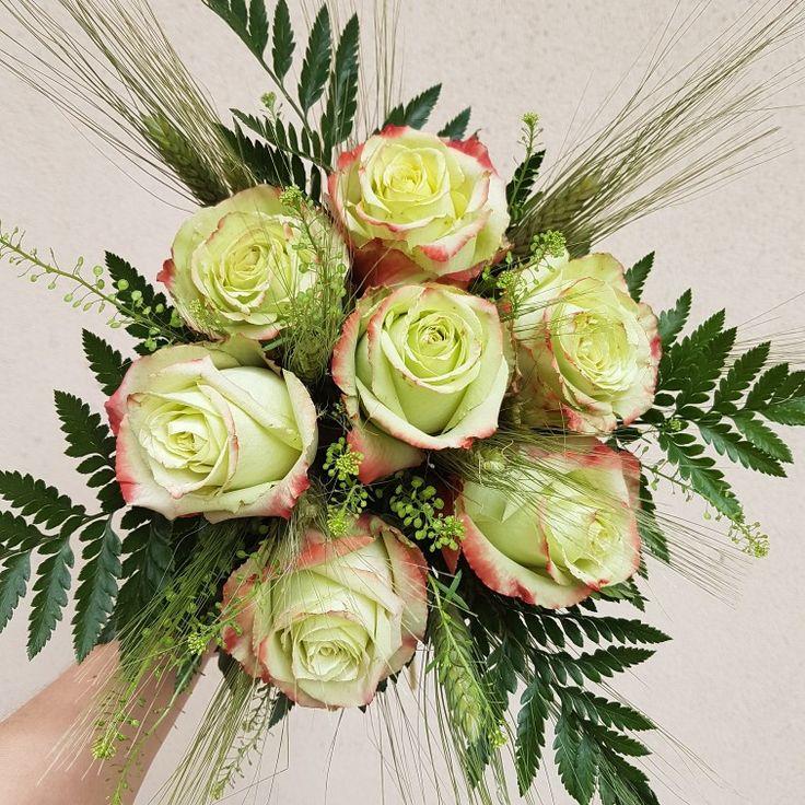Gelin çiçeğinizin sizi yansıtan renk ve çiçeklerle hazırlanmış olmasını ister misiniz? 😉💐🍀Siparişleriniz, ücretsiz gelin buketi rehberliğimiz ve her türlü bilgi için 0216 445 4652 ve daha fazlası için gelinakademi.com #gelinbuketi #gelinakademi #gelinçiçeği #enmutlugün #gelinbuketi #nisantepsisi #soztepsisi #cicek #dugun #buket #gelincicegi #gelin #nişan #dugunfotografcisi #dugunfotografcisiistanbul