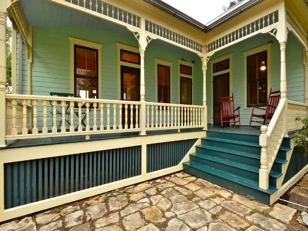 A Small Texas Farmhouse Built In 1895 Front Porches
