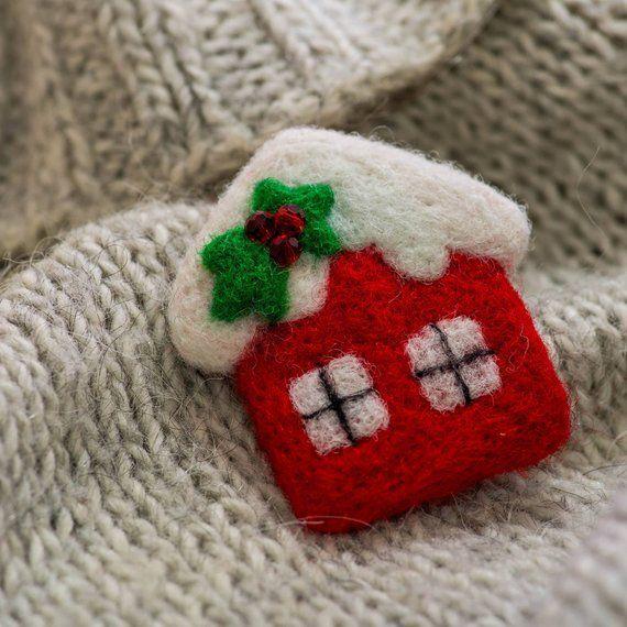 Maison de Noël, Nouvel An, Broche en laine, Bijoux naturels de Noël, Broche feutrée du Nouvel An, Idée cadeau Noël, Point de vue exclusif sur les vacances