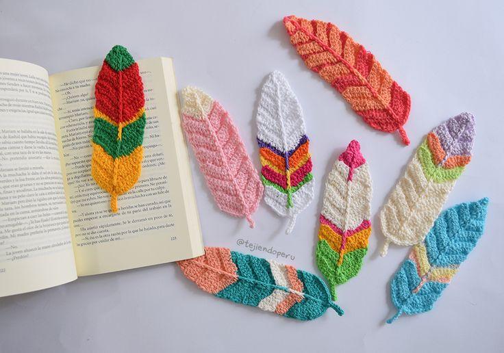 Plumas reversibles tejidas a crochet en 3 tamaños: grandes, medianas y pequeñas. Lindas como marcadores de libros, para atrapa sueños, etc. Incluye video tutorial.