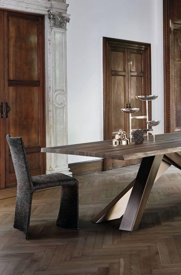 Sedie preziose e ricercate che apportano alla sala da pranzo stile, fascino e comfort, creando un'atmosfera calda e accogliente ed al contempo formale ed elegante. Venite a provarle! #Ketch #designBartoliDesign per #Bonaldo #showroom #rossimobili