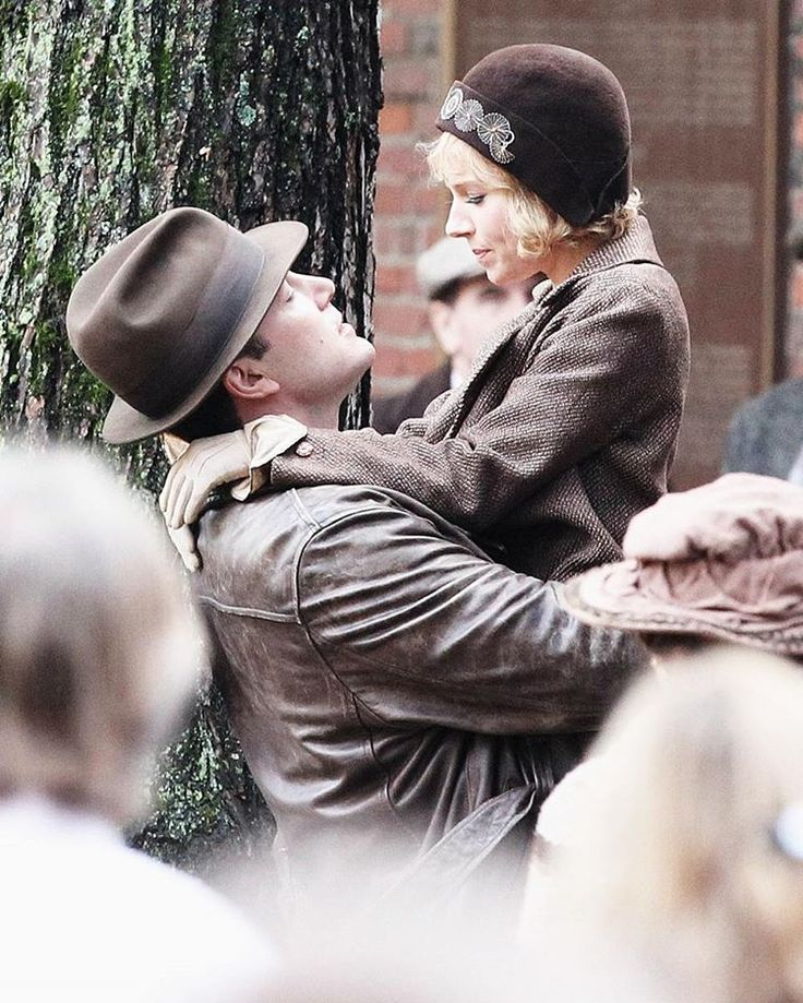 Take a look to those spy picture from the set of Live by Night, the upcoming crime drama movie directed by Ben Affleck and starring Ben Affleck, Sienna Miller, Chris Messina, Zoe Saldana, Elle Fanning, Scott Eastwood, Brendan Gleeson, Chris Cooper, Max Martini, and Mark Valley: