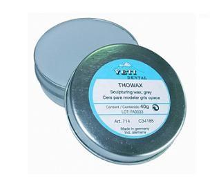 THOWAX • Ceras para modelar • Alta densidad molecular, fácil y rápida de modelar punto de solidificación de 57.3ºC • Permite estirar la gota de cera para obtener la forma deseada • Enfría rápidamente facilitando el trabajo eficaz • Armoniza perfectamente con nuestras ceras de inmersión y las otras ceras especiales • No contiene ingredientes plásticos y quema sin dejar residuos - Cod 34185 GRIS OPACO (714) x 40 g - Cod 34186 AZUL SEMI OPACA (709) x 40 g - Cod 34187 BEIGE OPACO (710) x 40 g