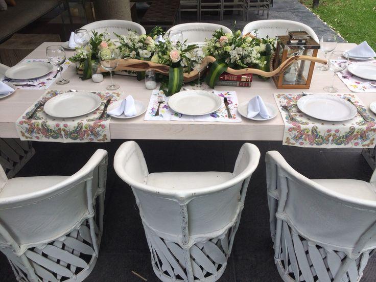 Mesa de encino blanco, equipal blanco, centro de mesa con raíz