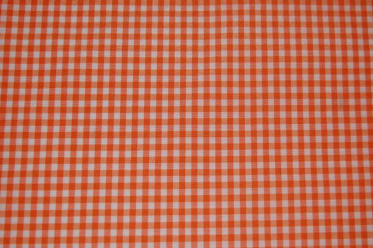 VICHY  Motivo normalmente utilizzato nei tessuti di cotone. È di medie dimensioni, in armatura a lino o a saia e in due colori (bianco e nero, blu e nero o marrone e bianco). Viene frequentemente utilizzato come una base in una tecnica di stampa motivo su motivo. Il nome deriva dalla città francese di Vichy, nota per la sua produzione di tessuti di cotone per grembiuli e camicie che normalmente presentano questo motivo a quadri.