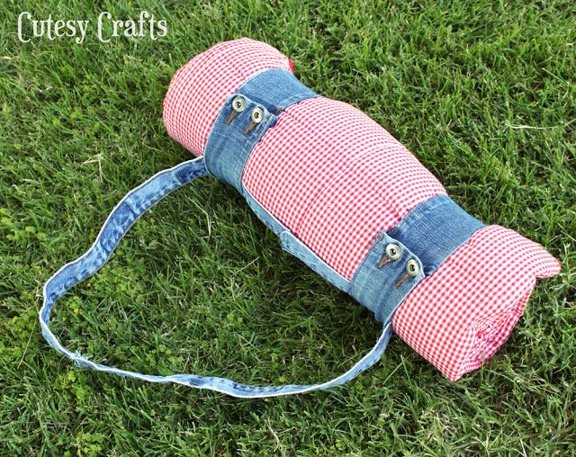 Picnic Quilt Carry Handle Tutorial: Made from old denim jeans / Cutesy Crafts