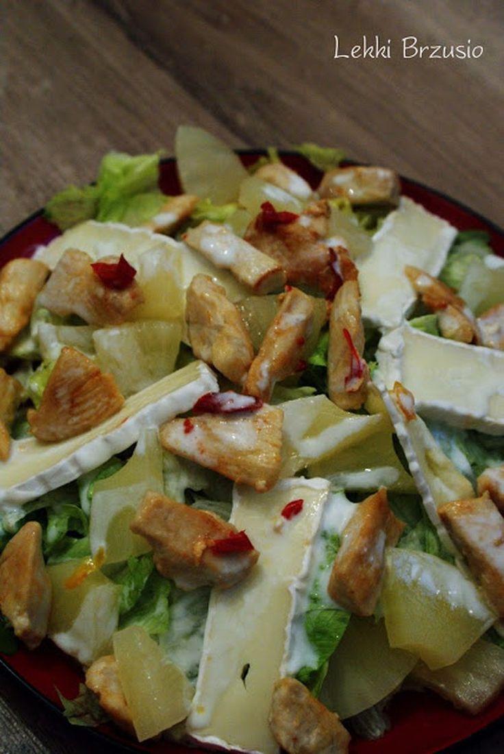 Sałatka z kurczakiem, ananasem i camembertem