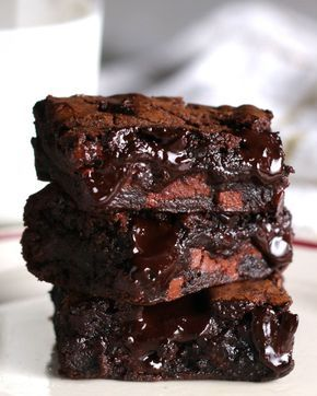 """""""The Best Fudgy Brownies Ever"""" Link ricetta --> https://www.buzzfeed.com/alvinzhou/these-brownies-have-literally-taken-over-the-dessert-game?utm_term=.bc5PQrAJl#.sijG39ZNj"""