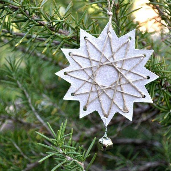 weihnachtsbaumscmuck schneeflocken juteband glöckchen