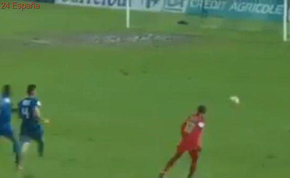 El gol fallado por Lucas Moura en un barrizal