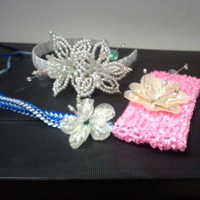Adornos para el cabello vinchas y bandas decoradas con for Adornos para pieza de bebe