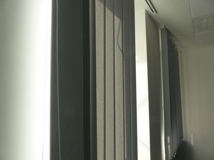 Vertikaljalousien von #MHZ mit eingeschweißten Gewichten - #Sonnenschutz #Vertikal #Jalousie #Büro #Office