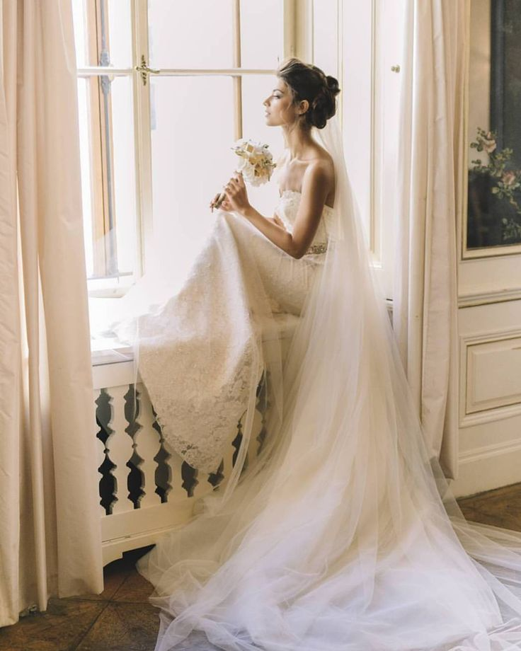 Starting the day in style with this Wedluxe ethereal bridal shoot 'Say YES In Viena' featuring Ersa Atelier wedding dress.