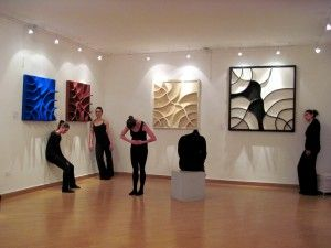 """Performing Arts Group inaugura la mostra """"The Fragility of happiness"""""""