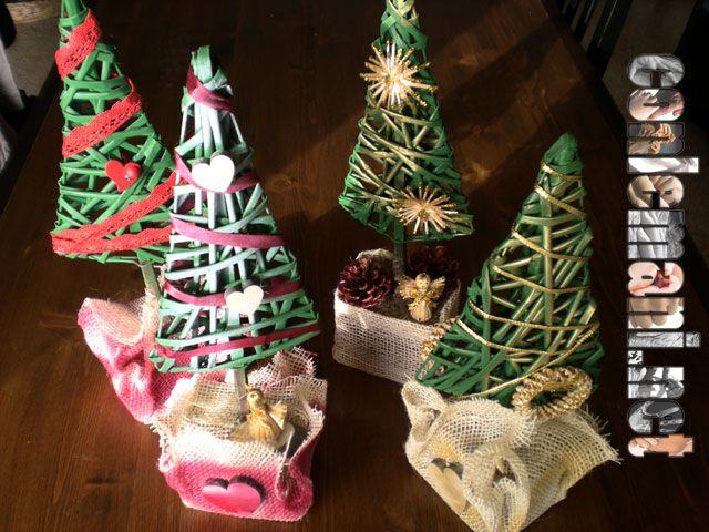 A #conlemani continua la preparazione per i regali di Natale e continua l'amore per le CREAZIONI DI CARTA! Cosa ne pensate di questi deliziosi alberelli?! Scoprite tutte le altre novità sul sito! #creaconlemani