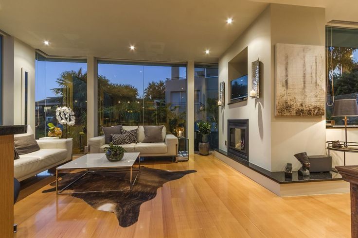 Picture postcard views, elegant and stylish design, ample storage and excellent flow within a very flexible floor plan - this sophisticated city house is eminently liveable. 22B Beach Road   North Shore City   New Zealand   Luxury Property Selection