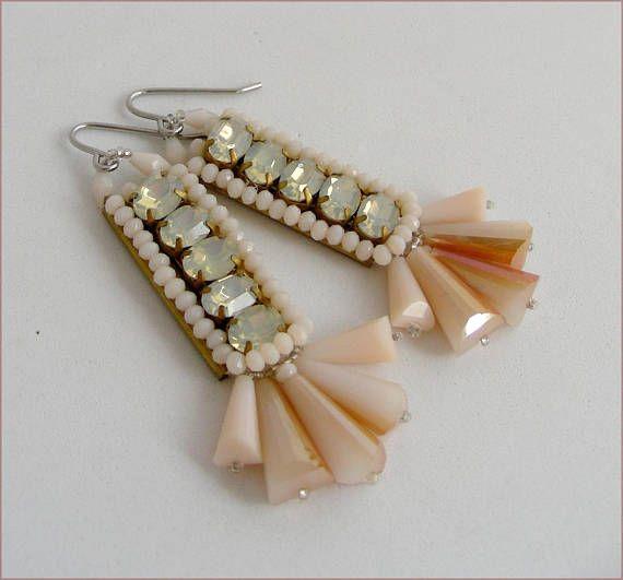 white/peach/silver crystal earrings Boucles d'oreilles