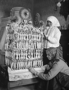 Menyasszonykalács díszítés - Vajkai Aurél felvétele, 1929. Boldog