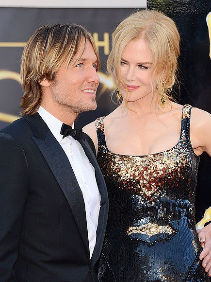 …a hot guy! Nicole Kidman only has eyes for husband Keith Urban as she continues down the carpet Sunday.