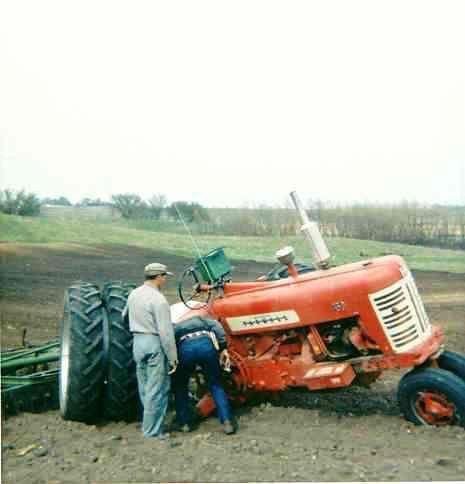 Broken Axle On A Farmall 450 Farm Farmall Tractors