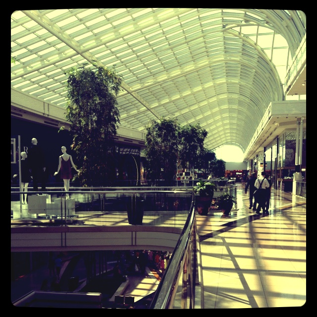 April 8: Before the rush...Chadstone Shopping Centre.