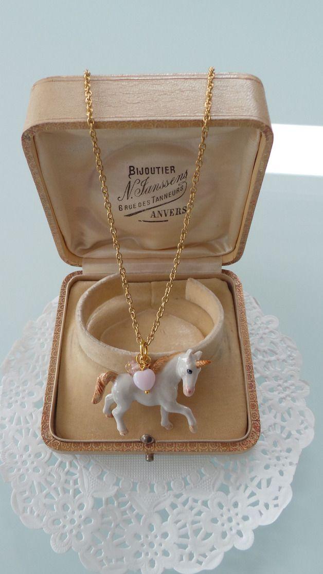 Kette mit Porzellan-Anhänger Einhorn // necklace with unicorn by Ninuschka via DaWanda.com