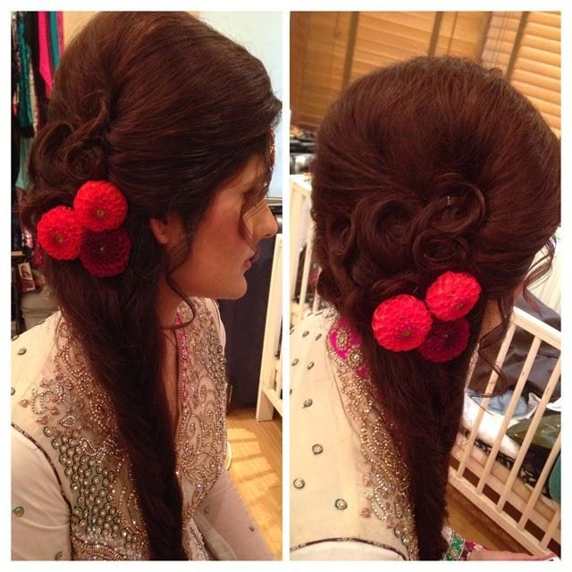 Loose side braid with swirly detailing around the crown area. Perfect hairstyle for Mehndi ceremony.