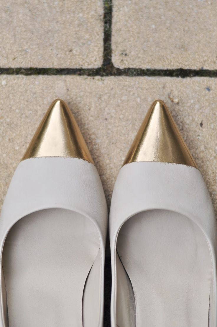 VERBLENDEN - PHOTOGRAPHY FASHION ART DIY shoes golden gold