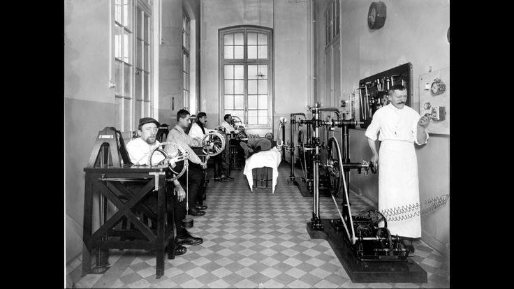 Salle de mécanothérapie à l'hôpital Saint-Louis, 1916.