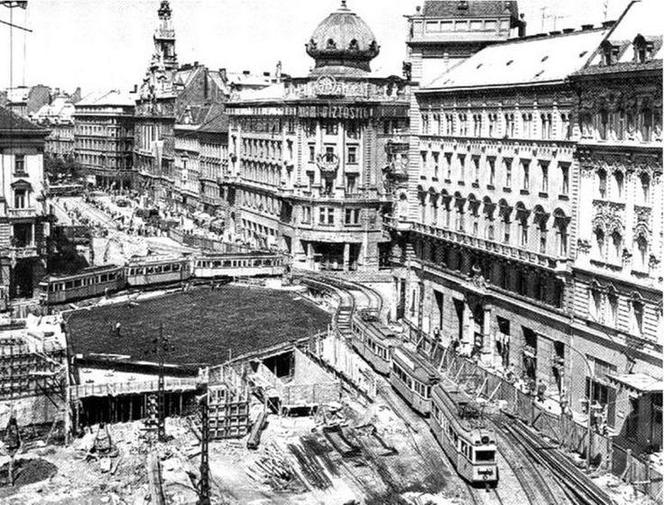 1965. Aluljáró építése a Blaha Lujza téren.