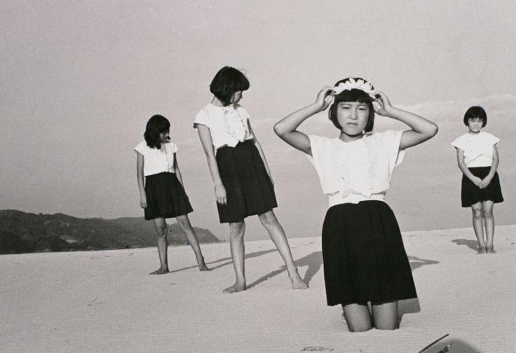 植田正治〈「砂丘」より 少女たち〉1945
